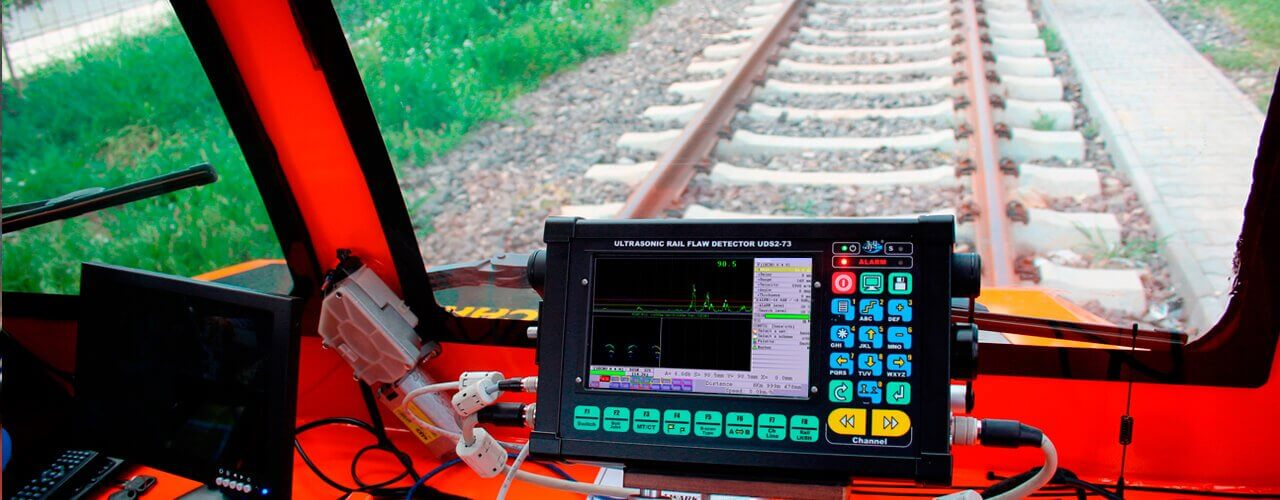 Rapid continuous rail testing by means of mobile means