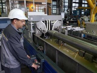 AXLE-4系统,用于在生产过程中对铁路车轴进行自动超声波检查